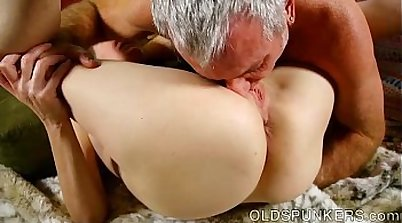 Huge waterpipe toying cock rams pussy