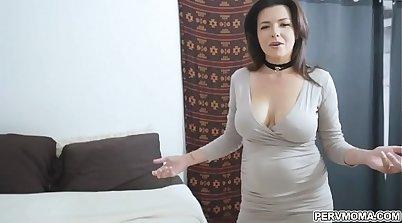 Cum-addicted MILF dildoing her pussy