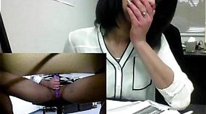 Simony Layr masturbating furiously on office desk