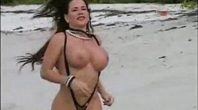 Porno Beach babes dominate