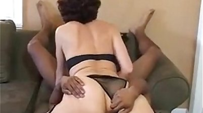 Beau granny gets her pussy licked