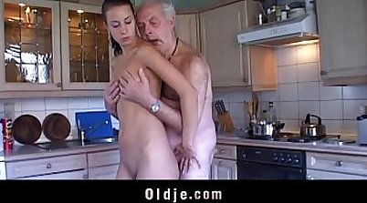 Curvy brunette ts receives blowjob and licked